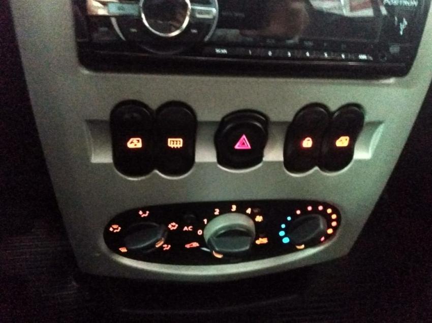 Renault Logan expression  1.0  16V 2014 imagem 13