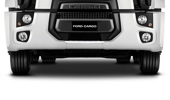 O para-choque dianteiro é composto por três partes, para fácil manutenção.