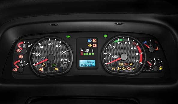 O painel de instrumentos é completo e oferece maior facilidade e conforto na leitura das informações do veículo, mesmo à noite, graças à iluminação IceBlue.