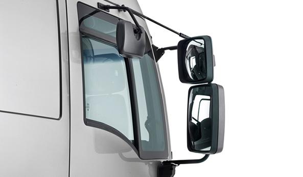 Retrovisor lateral superior, reduz os pontos cegos e facilita as manobras.