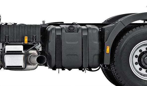 Dois tanques de combustível de série. 650 l de capacidade total, o que garante maior autonomia.