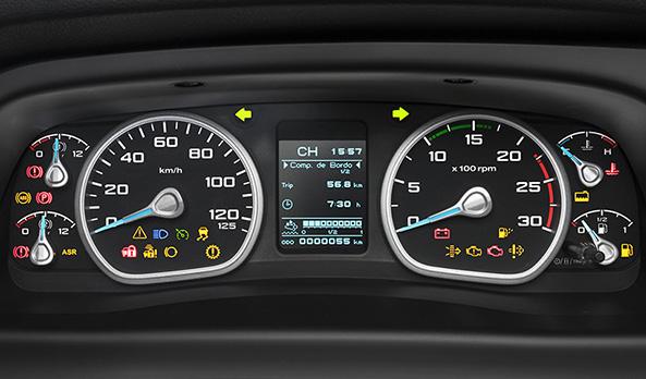 O quadro de instrumentos é completo e oferece maior facilidade e conforto na leitura das informações do veículo, mesmo à noite, graças à iluminação Ice Blue. O computador de bordo dá acesso rápido a todas as informações sobre as principais condições do caminhão.