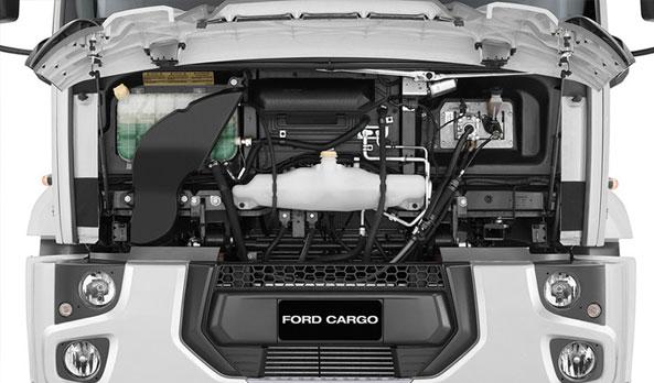 Acesso fácil aos itens de manutenção pelo capô amplo e leve, que dispensa o basculamento da cabine.
