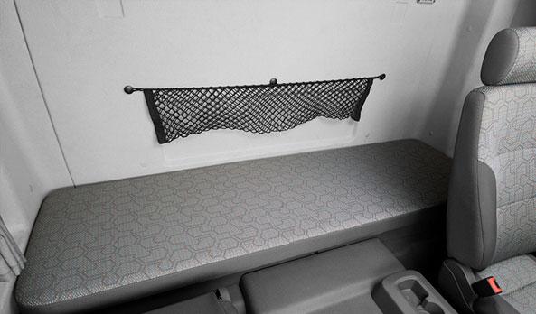 Na versão leito, a cama é uma das maiores do mercado, com 1,90 m, e possui amplo compartimento para malas.
