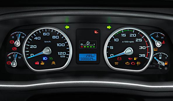 O quadro de instrumentos tem um layout moderno, utilizando iluminação Ice Blue que facilita a leitura para o motorista à noite.