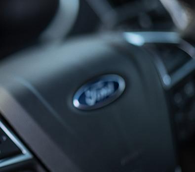 Carros Novos Edge ST Volantes em couro: a verdadeira sensação de dirigir um esportivo de alta performance. Ford Brenner Veículos