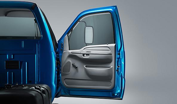 Cabine de picape em um caminhão. O conceito car-like é uma exclusividade da Série-F no segmento.