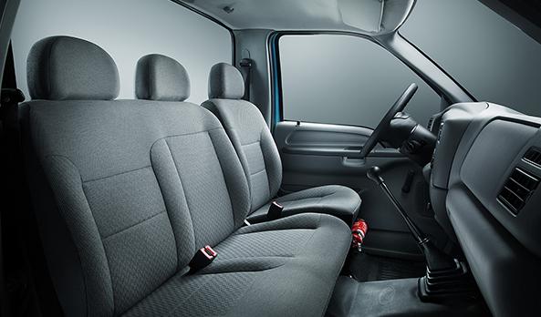 O conforto do motorista é potencializado com muito mais espaço interno e ótima posição de dirigir.