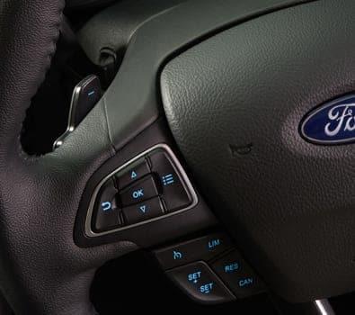 Comandos de áudio no volante