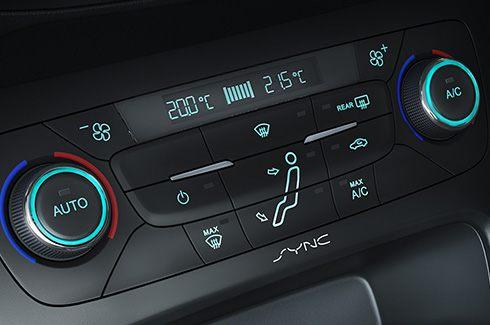 Ar-condicionado Automático e Digital com controle individual de temperatura para o motorista e passageiro