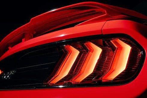 Carros Novos Ford Mustang Iluminação traseira icônica com três barras de LED Ford Brenner Veículos