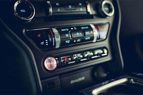 "Carros Novos Ford Mustang Fácil acesso a todos os controles"" Ford Brenner Veículos"